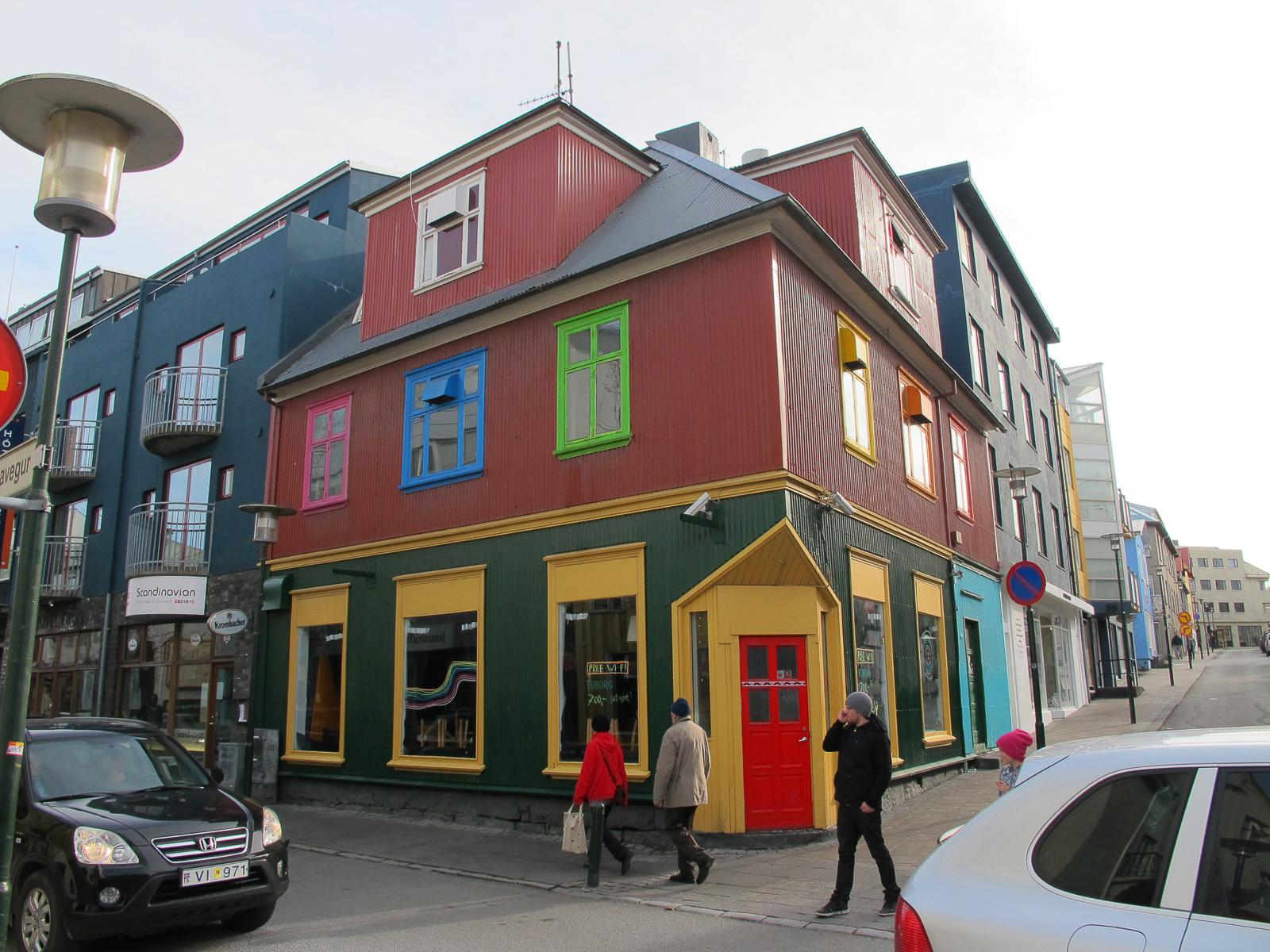 Las casa de colores de reikiavik en islandia el coleccionista de instantes - Casas en islandia ...